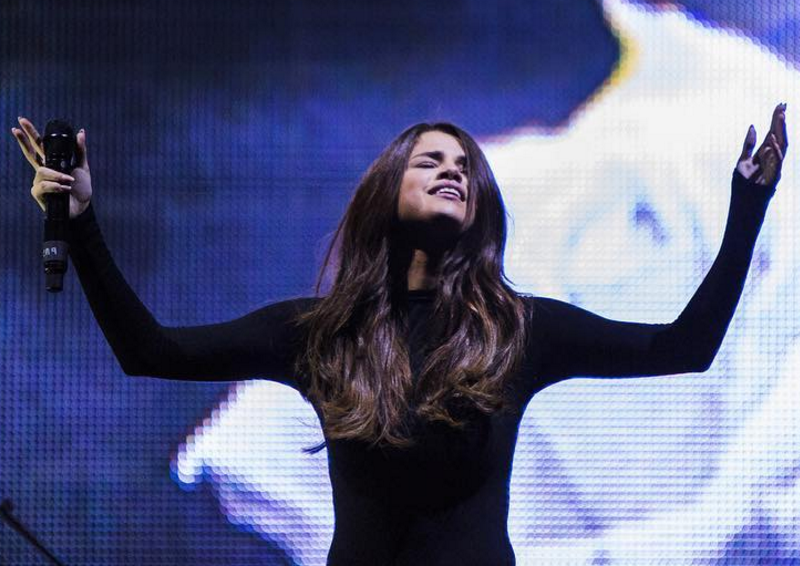 Watch Selena Gomez Lead Worship at Hillsong and Talk About Her Relationship With God!