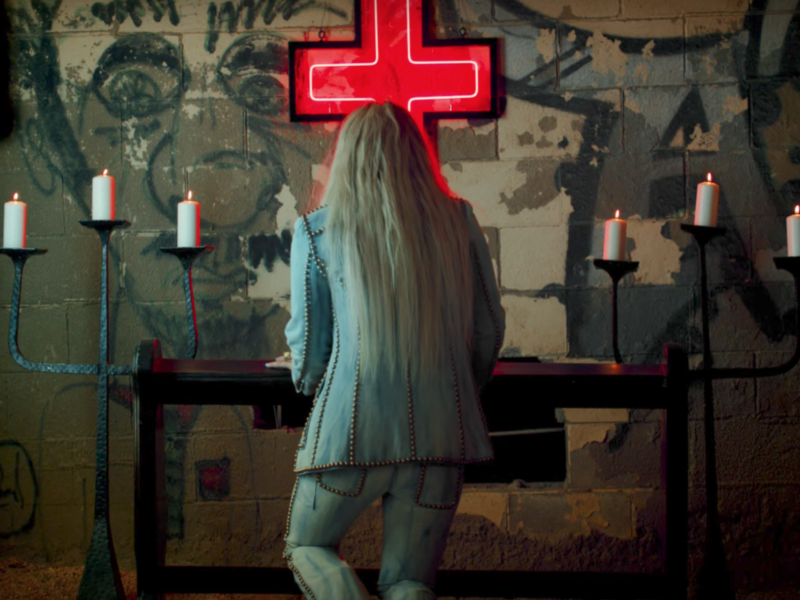"Pop Singer Kesha Turns to the Cross in Spiritual Video for ""Praying"""
