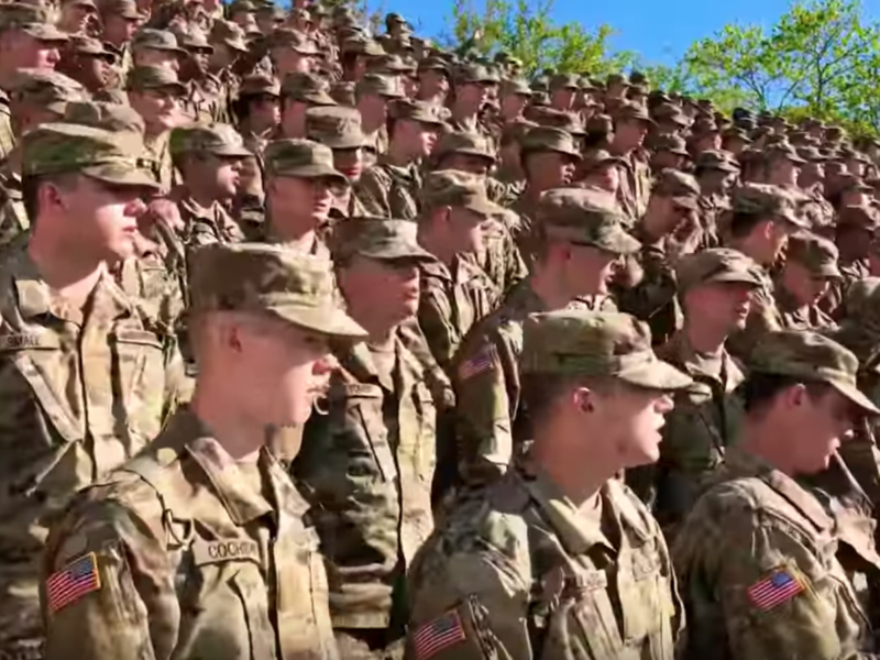 Thousands of Army Personnel Worship Jesus At A Service That Will Bring Tears To Your Eyes