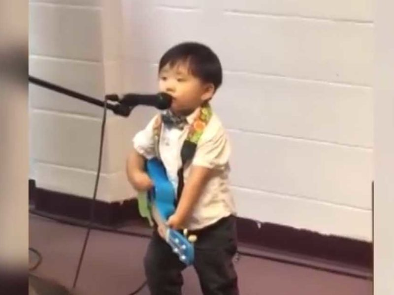 "2 Year-Old Boy Sings ""10,000 Reasons"" In Front Of Congregation"