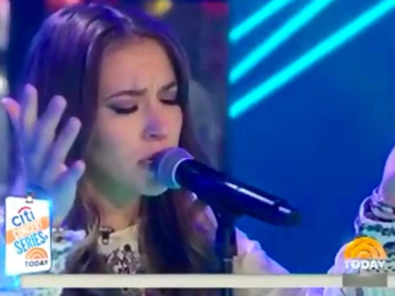Christian Singer Lauren Daigle Worships Jesus on National Television LIVE!