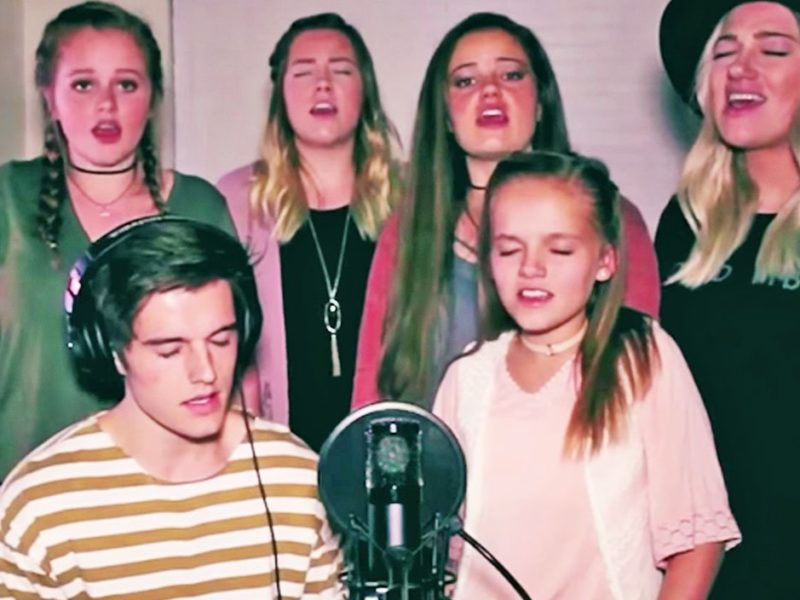 Family Sings Powerful Rendition of 'Hallelujah' And 'Amazing Grace'