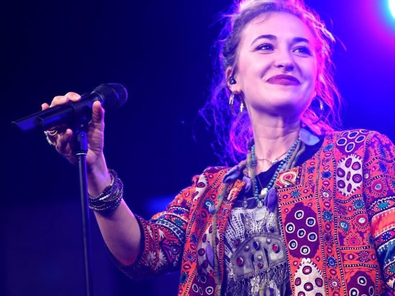 Christian Singer, Lauren Daigle, Worships Jesus In Illinois Maximum Security Prison