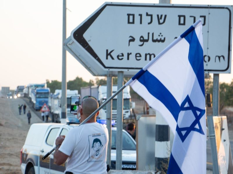 Protestors Demand Israel Cease Transfer of Goods into Gaza Until Soldiers' Remains are Returned