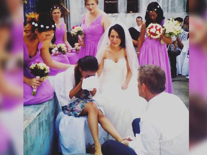 Bride & Groom Wash The Feet Of Bar Workers On Their Wedding Day And It Was Beautiful!