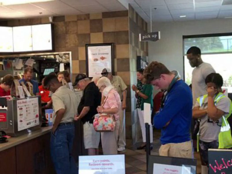 Chick-fil-A Offers More Than Just Chicken – Manager Leads Patrons In Prayer For Staff Member Having Surgery