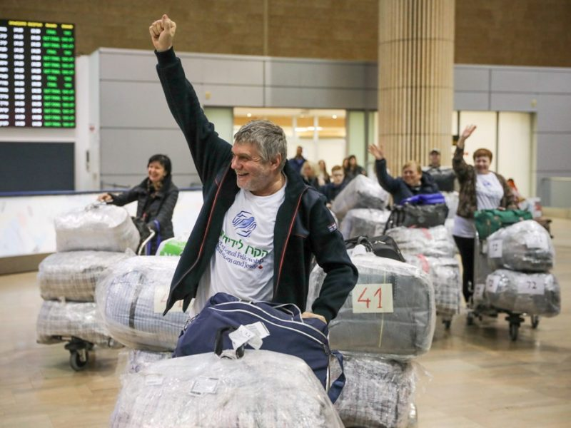 220 New Immigrants From Ukraine Arrive in Israel in Time to Celebrate Independence Day
