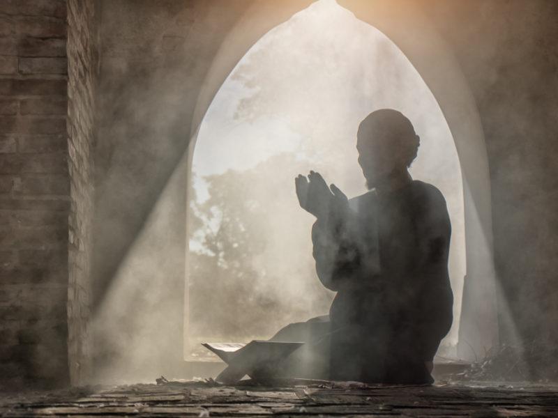 Muslim Man Praying to Allah Encounters Jesus