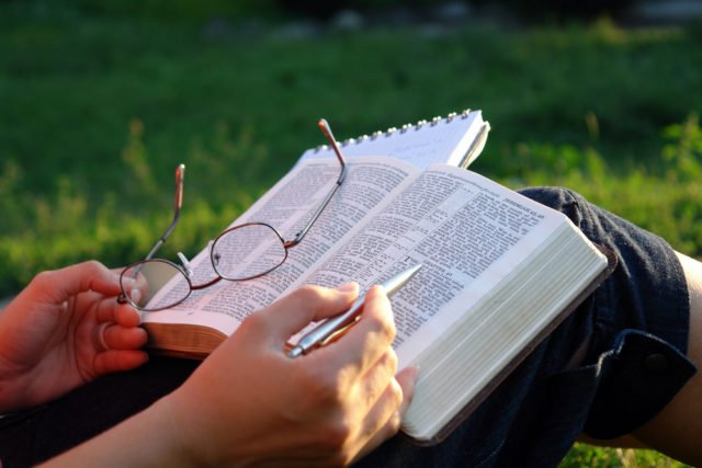 How to choose the best study bible