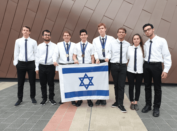Israeli Team Comes Home with Medals from Asian Physics Olympiad