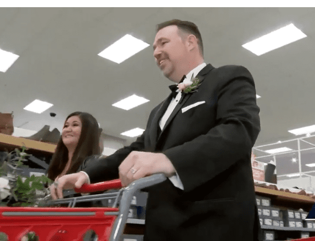 Newlyweds Take Wedding Party to Buy Gifts For Needy Children