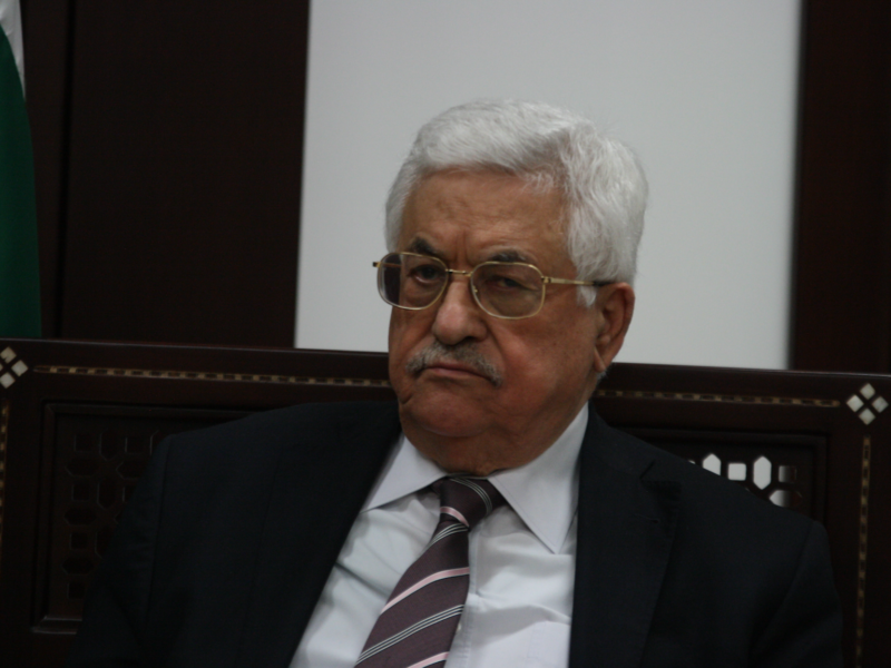 Mahmoud Abbas Fires All his Advisors Following Corruption Allegations
