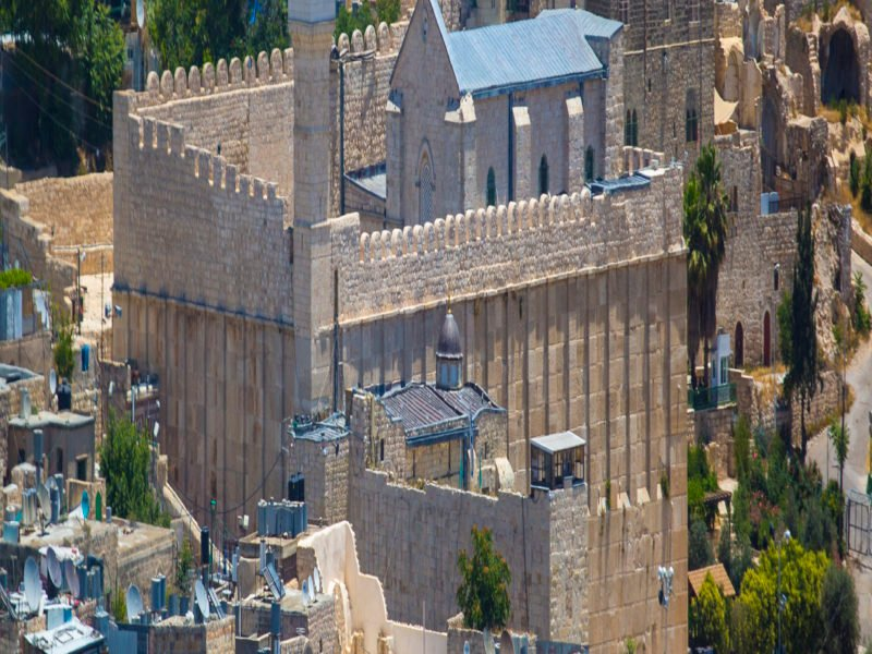 Hebron's Arabs Irate as Netanyahu Visits the City