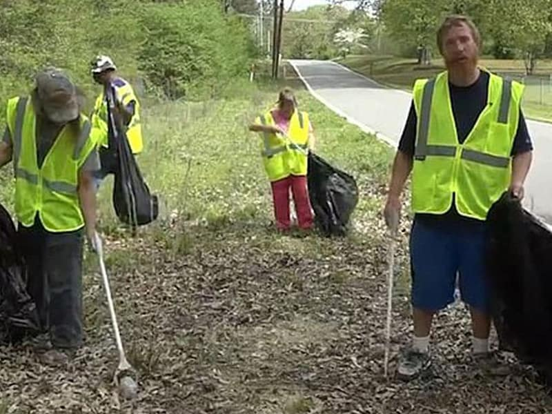 Arkansas Church Pays Homeless $9.25 Per Hour To Collect Trash