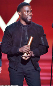 Kevin Hart thanking God at People's Choice Awards