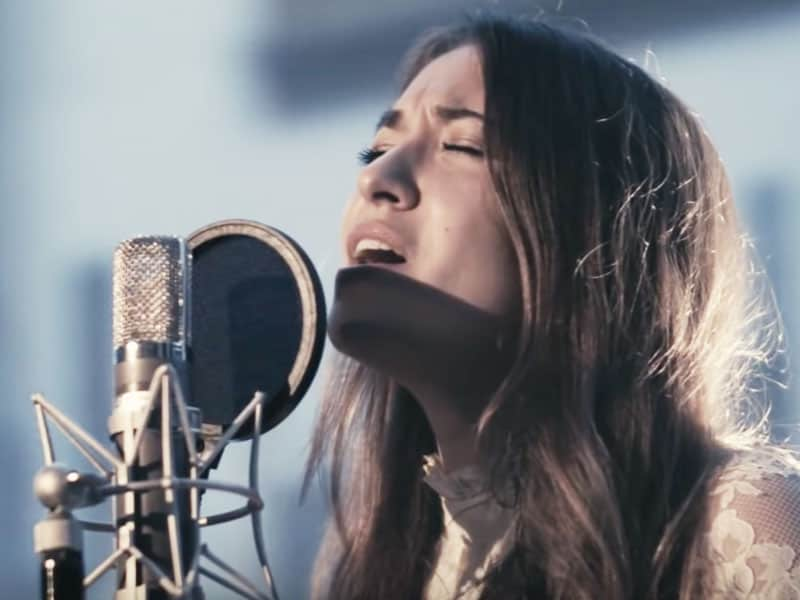 "Lauren Daigle Sings A Powerful Rendition Of The Christmas Song ""Noel"""
