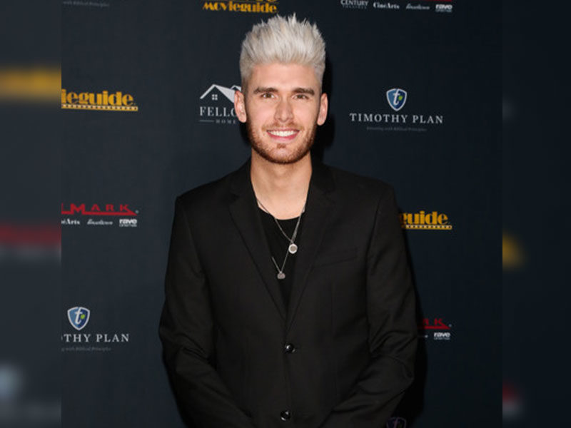 Colton Dixon Opens Up About The Dangers Of Screen Time