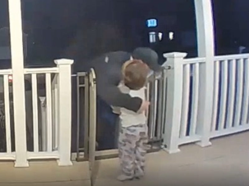 Toddler's Love Touches Pizza Delivery Man Who Had Just Lost His Daughter