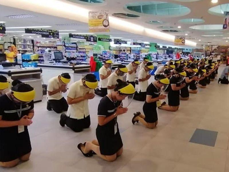 Supermarket Employees Kneels Down In Prayer Amid COVID-19 Threat