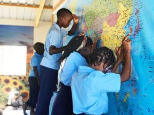 Los niños en África oran fervientemente contra COVID-19. !Reportan Primer Caso en Mozambique Oremos por ellos¡ - children africa pray5