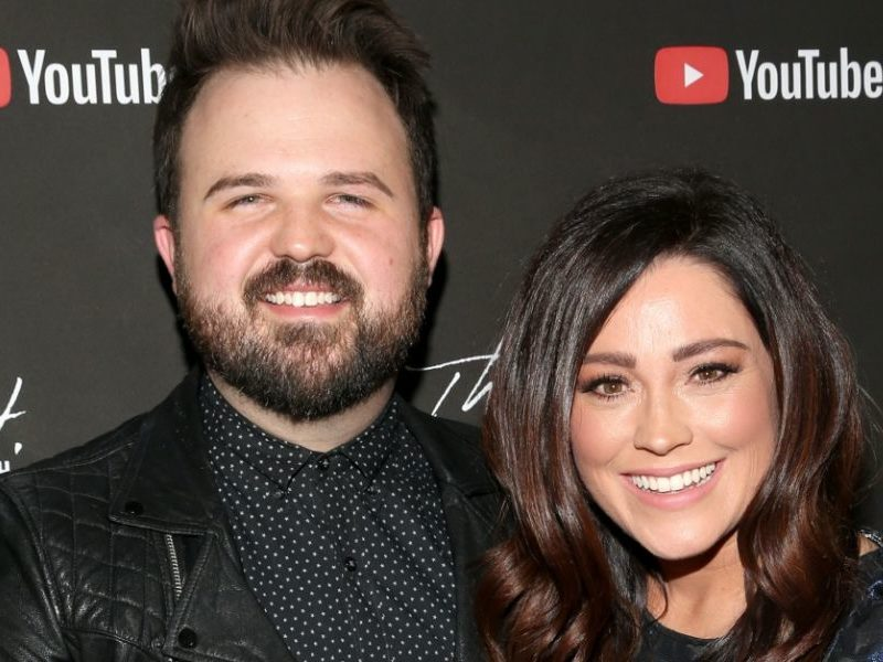 Worship Leaders Kari Jobe And Cody Carnes Share Important Message About Home Quarantine