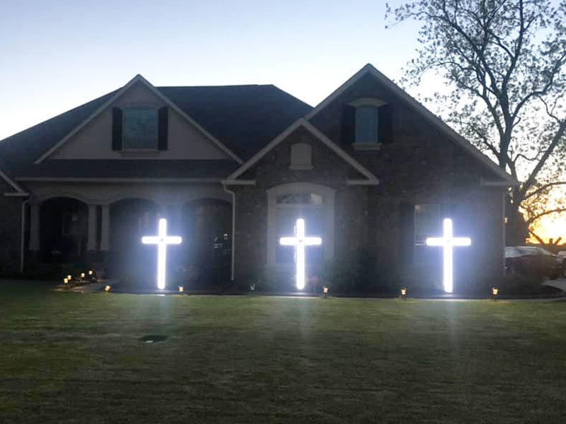 Thousands Place Crosses In Front Yards To Celebrate Hope Amid COVID-19 Pandemic
