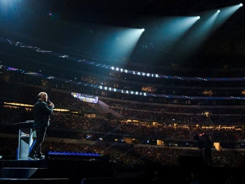 """Greg Laurie Hosts """"Cinematic Crusade"""" Featuring Christian Music Artists For Annual Evangelistic Event"""