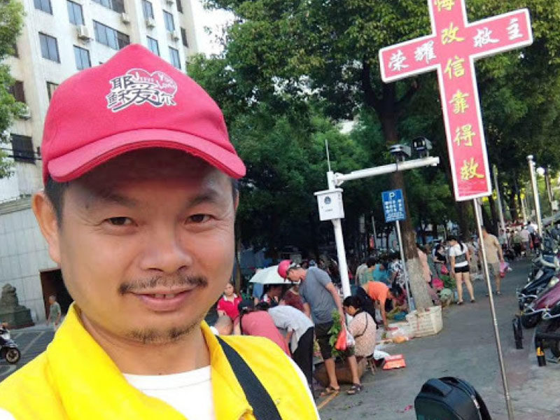 Chinese Man Preaches Gospel On Streets, Arrested For 'Illegal Evangelism' Then Preaches To Police