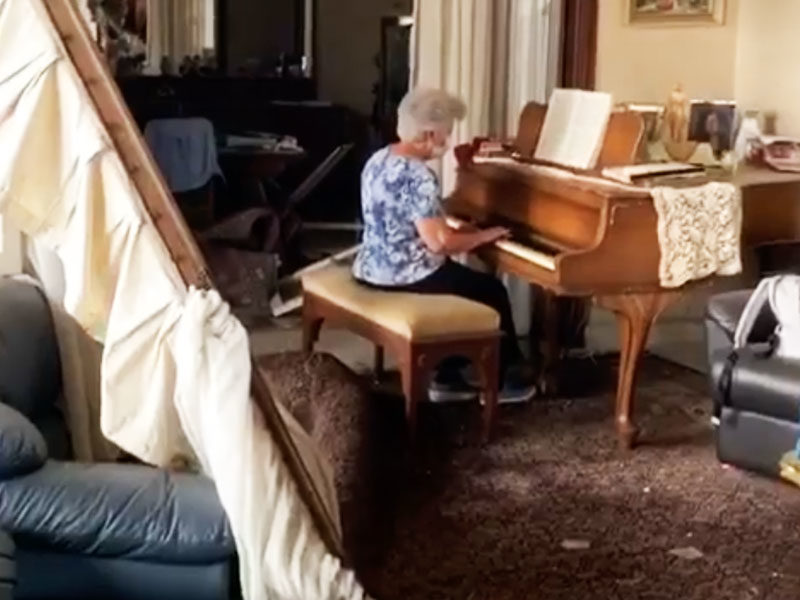 A Lebanese Grandma Plays Touching Music Inside Wrecked Home Destroyed By Explosion