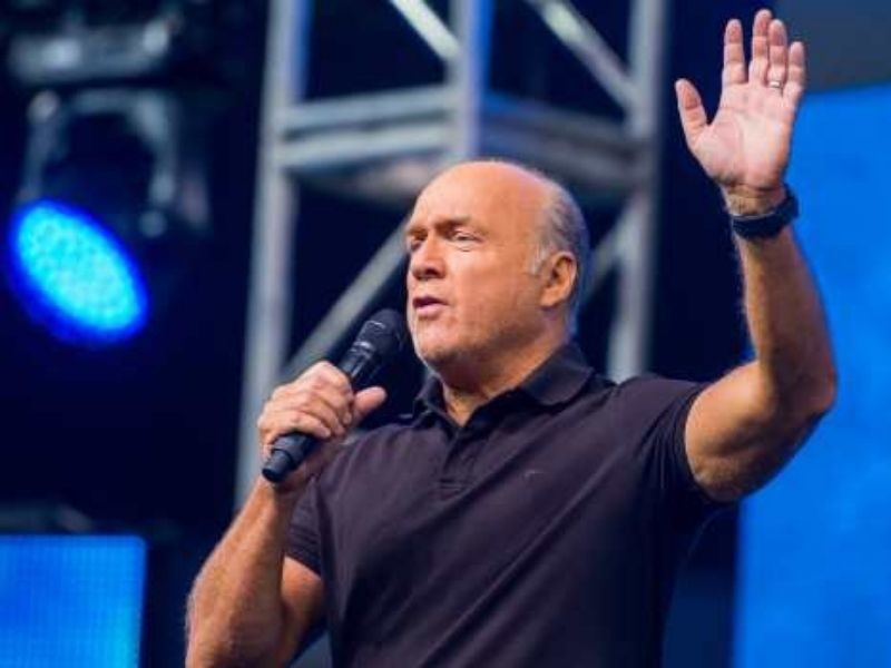 """Pastor Greg Laurie's """"Cinematic Crusade"""" Led 16,000 People Turn To Christ"""