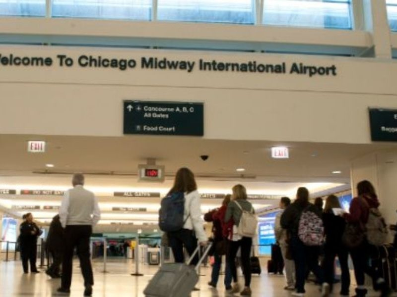 Worship Erupts In Chicago Airport As Passengers Spontaneously Sing 'Amazing Grace'