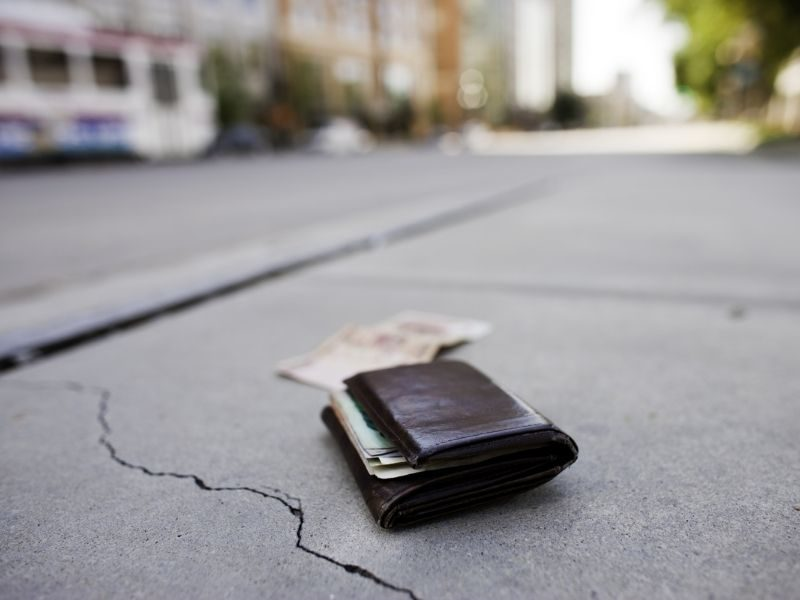 Stranger Returns $10000 He Found On The Road, The Owner Gave Him A Touching Reward